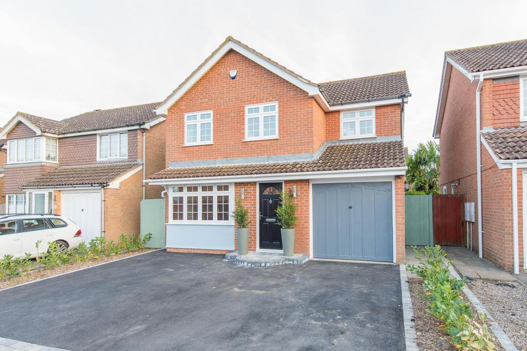 4 Bedrooms Detached House for sale in Lyle Court, Maidstone, Kent