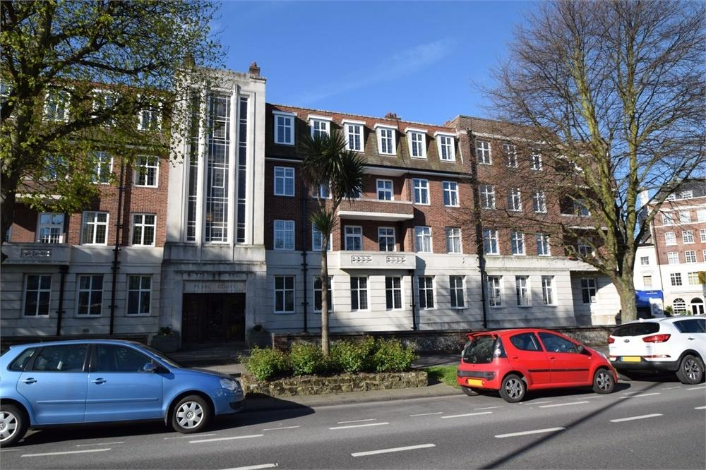 3 Bedrooms Flat for sale in Devonshire Place, Eastbourne, East Sussex