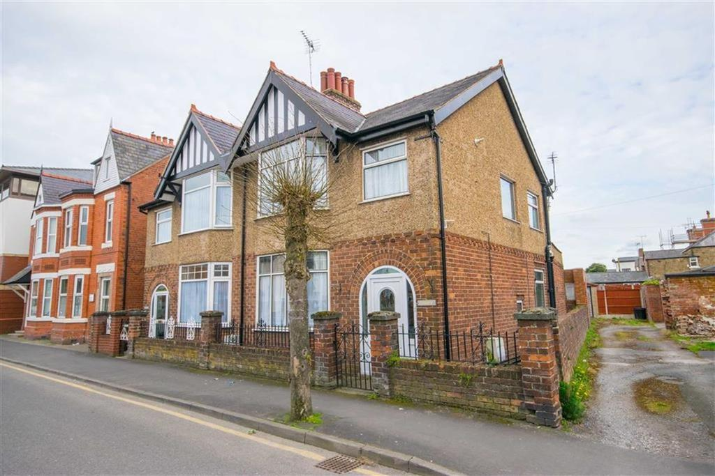 3 Bedrooms Semi Detached House for sale in Earl Road, Mold