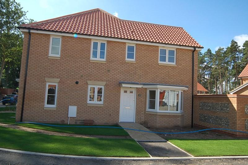 3 Bedrooms Semi Detached House for sale in Heathland Way, Mildenhall, Bury St. Edmunds