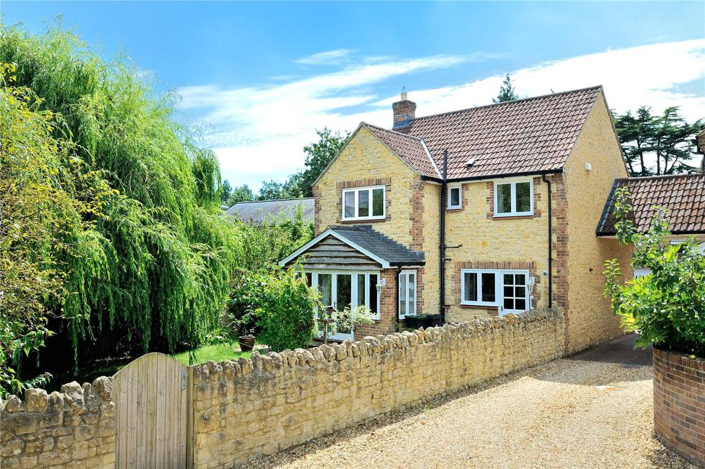 3 Bedrooms Detached House for sale in Pageant Drive, Sherborne, Dorset