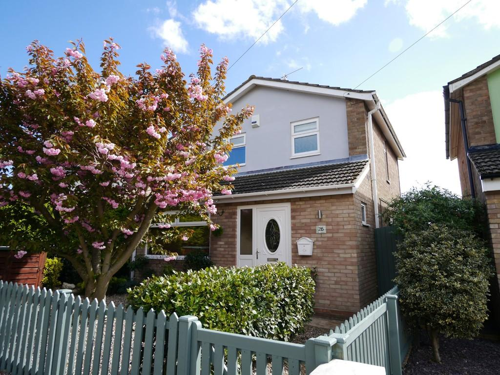 3 Bedrooms Detached House for sale in Chiltern Crescent, Oulton, Lowestoft