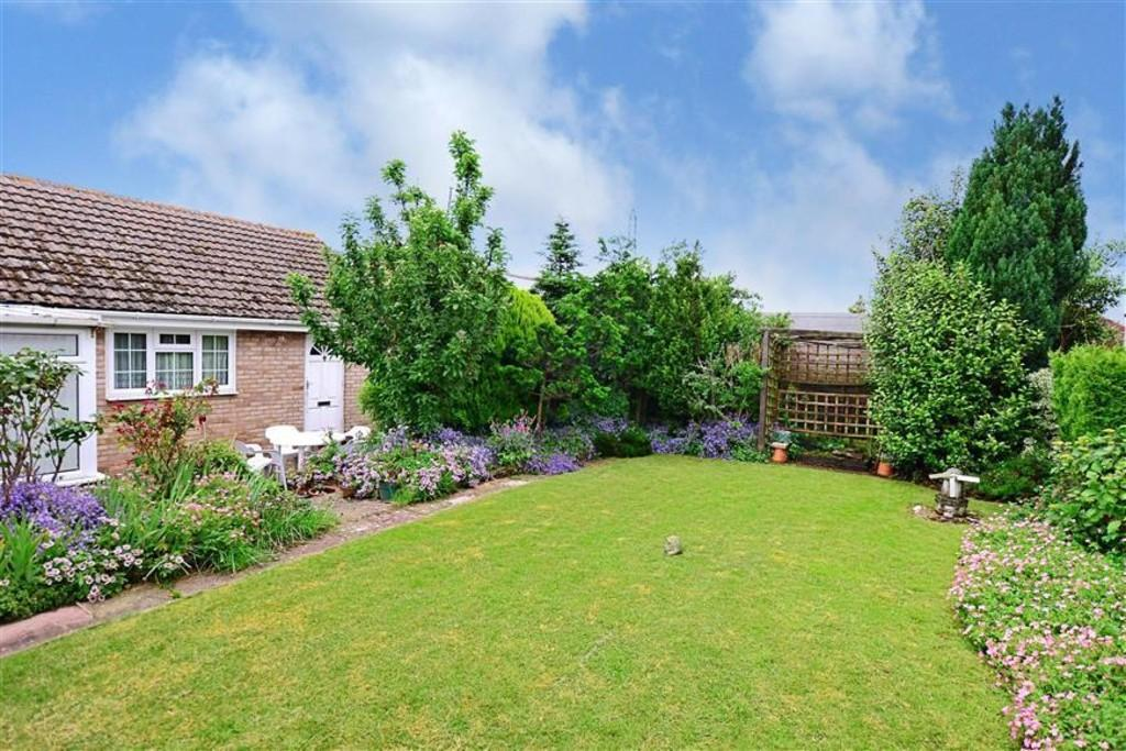 3 Bedrooms Detached Bungalow for sale in Stevenson Way, Larkfield