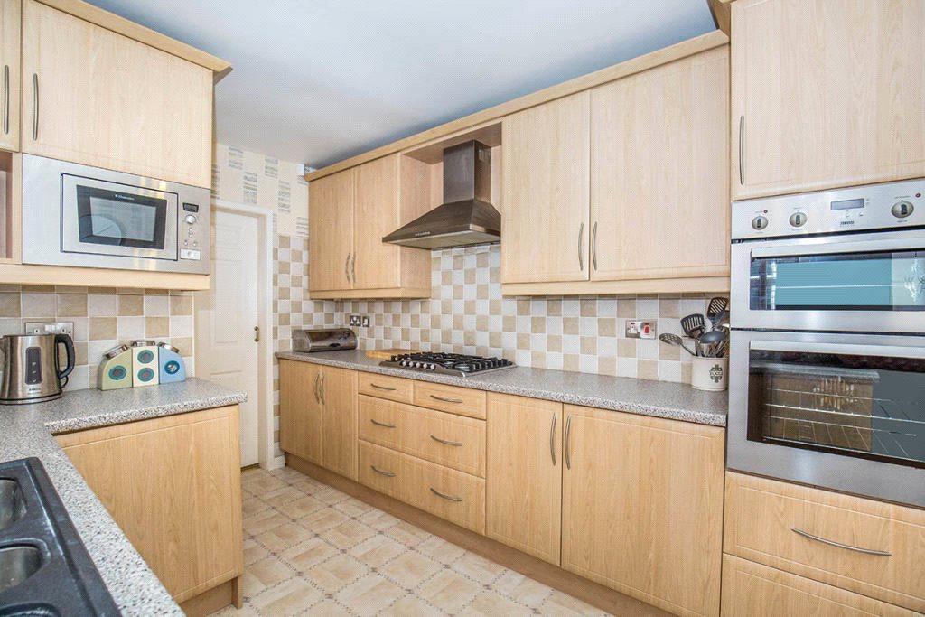 3 Bedrooms Detached Bungalow for sale in Ninelands Spur, Garforth, Leeds, West Yorkshire