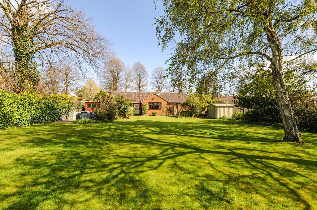 4 Bedrooms Detached Bungalow for sale in Tangmere Road, Tangmere