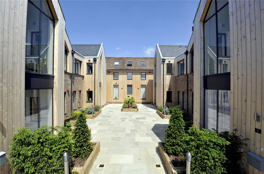 2 Bedrooms Penthouse Flat for sale in The Old Court House, Grange Road, Midhurst, West Sussex
