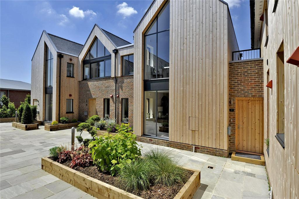 2 Bedrooms Flat for sale in The Old Court House, Grange Road, Midhurst, West Sussex