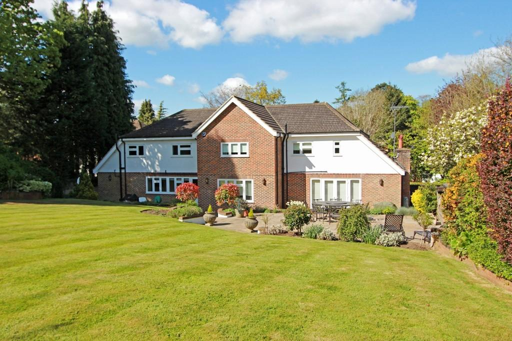 5 Bedrooms Detached House for sale in Alcocks Lane, Kingswood