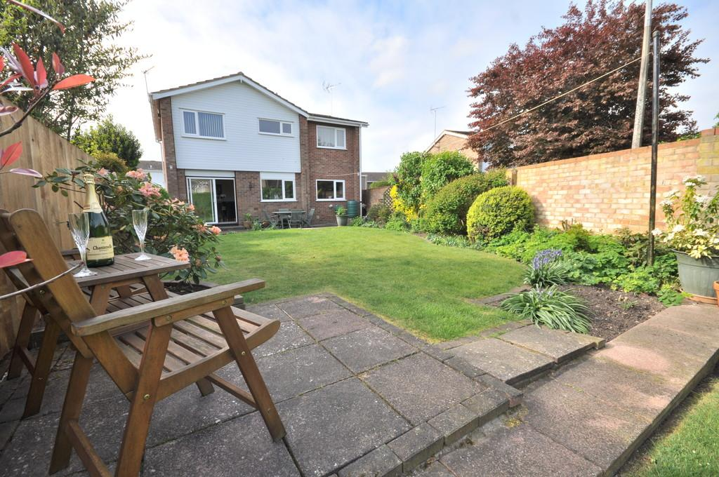 4 Bedrooms Detached House for sale in Bristol Road, Colchester