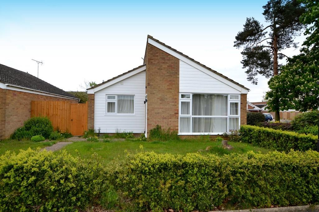 2 Bedrooms Detached Bungalow for sale in Crowland Close, Ipswich, Suffolk