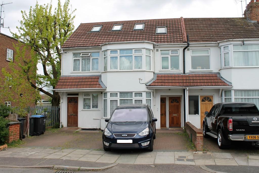 2 Bedrooms Maisonette Flat for sale in Hazel Close, Palmers Green