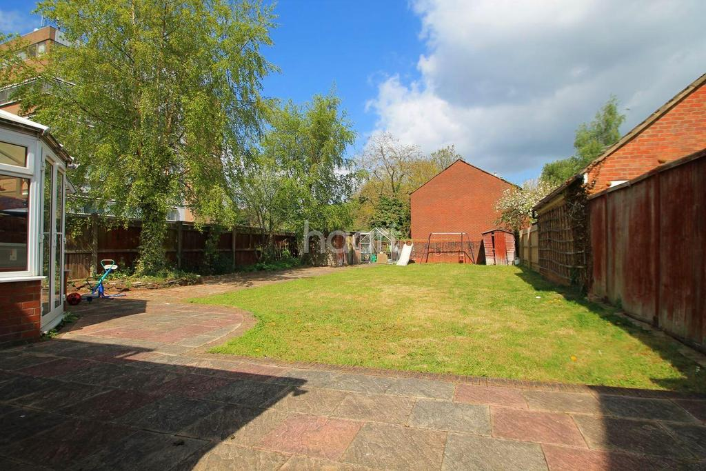 3 Bedrooms Detached House for sale in Fenny Stratford