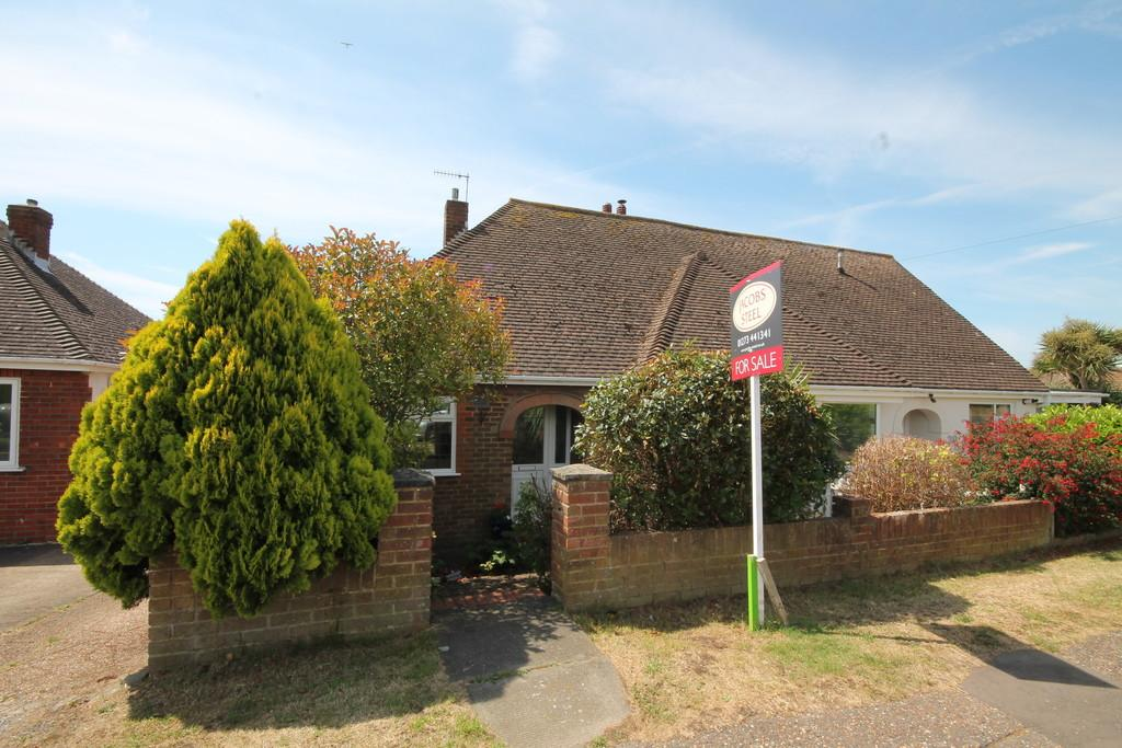 2 Bedrooms Semi Detached Bungalow for sale in Downside, Shoreham-by-Sea, BN43 6HH