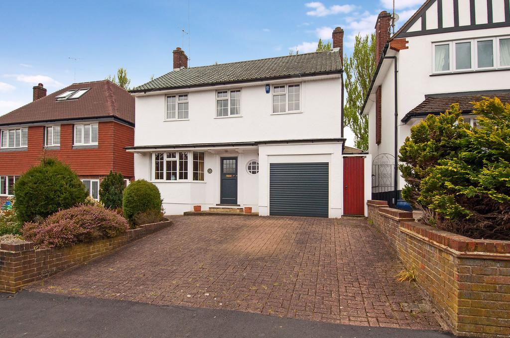 4 Bedrooms Detached House for sale in Roundmead Avenue, Loughton