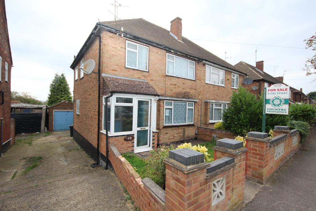 3 Bedrooms Semi Detached House for sale in Pennine Avenue, Sundon Park, Luton, LU3