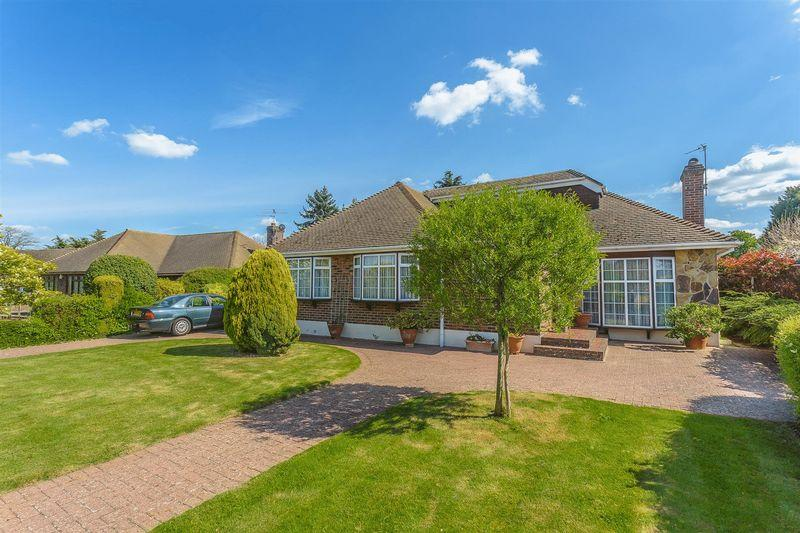 4 Bedrooms Detached Bungalow for sale in Wattendon Road, Kenley