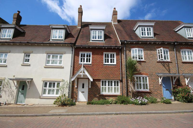 4 Bedrooms Terraced House for sale in Middle Village, Haywards Heath