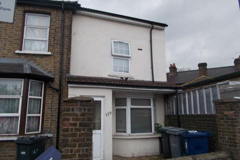 3 bedroom semi-detached house to rent - Feathestone Road Southall UB2 5AQ