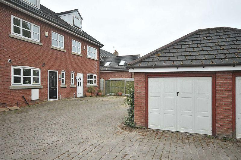 4 Bedrooms Mews House for sale in Mere Lane, Knutsford