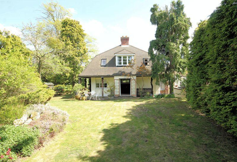 3 Bedrooms Detached House for sale in Wickham Court Road, West Wickham