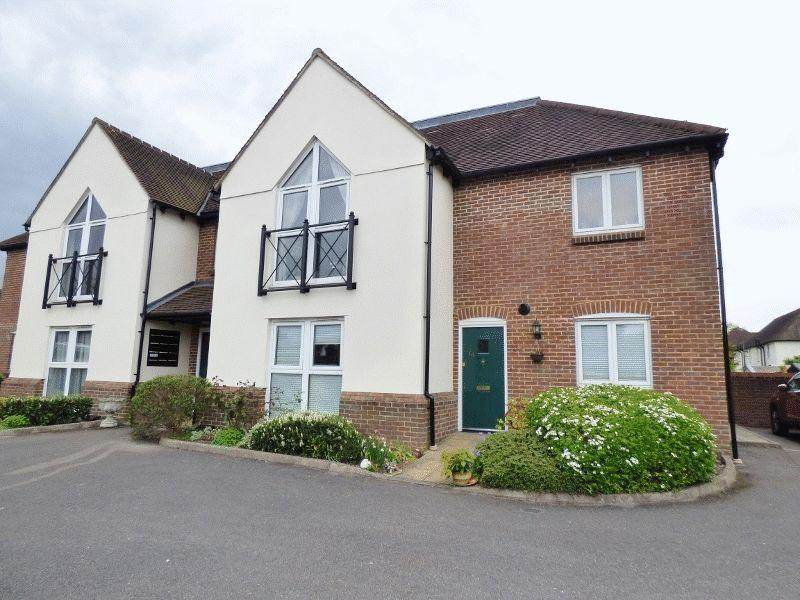 2 Bedrooms Ground Maisonette Flat for sale in ASHTEAD