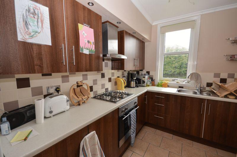 2 Bedrooms Apartment Flat for sale in Hillview Avenue, Kilsyth