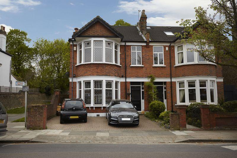 3 Bedrooms Semi Detached House for sale in Dunvegan Road, Eltham SE9