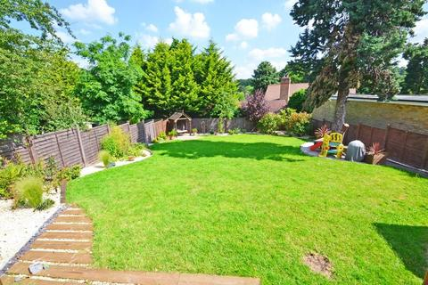 3 bedroom terraced house to rent - Hever Gardens, Bickley Bromley
