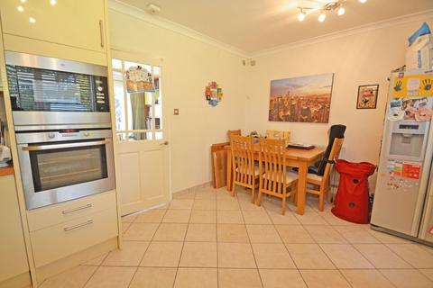 3 bedroom terraced house to rent - Hever Gardens, Bromley