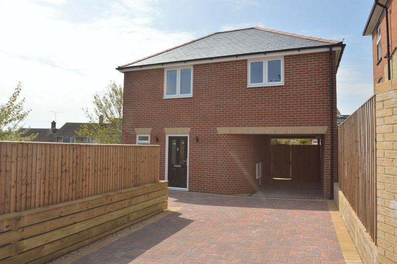 2 Bedrooms Detached House for sale in HAYLANDS, RYDE