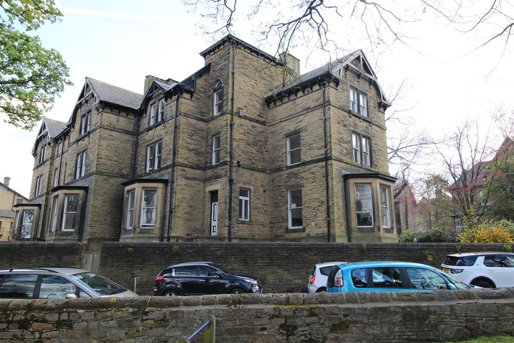 5 Bedrooms Semi Detached House for sale in Selborne Mount, Bradford