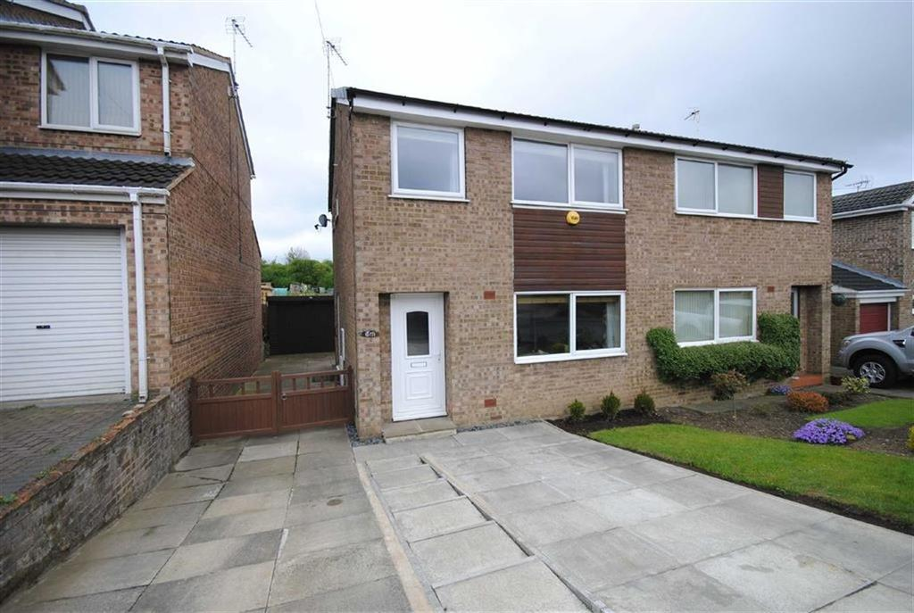 3 Bedrooms Semi Detached House for sale in Sandgate Drive, Kippax, Leeds, LS25