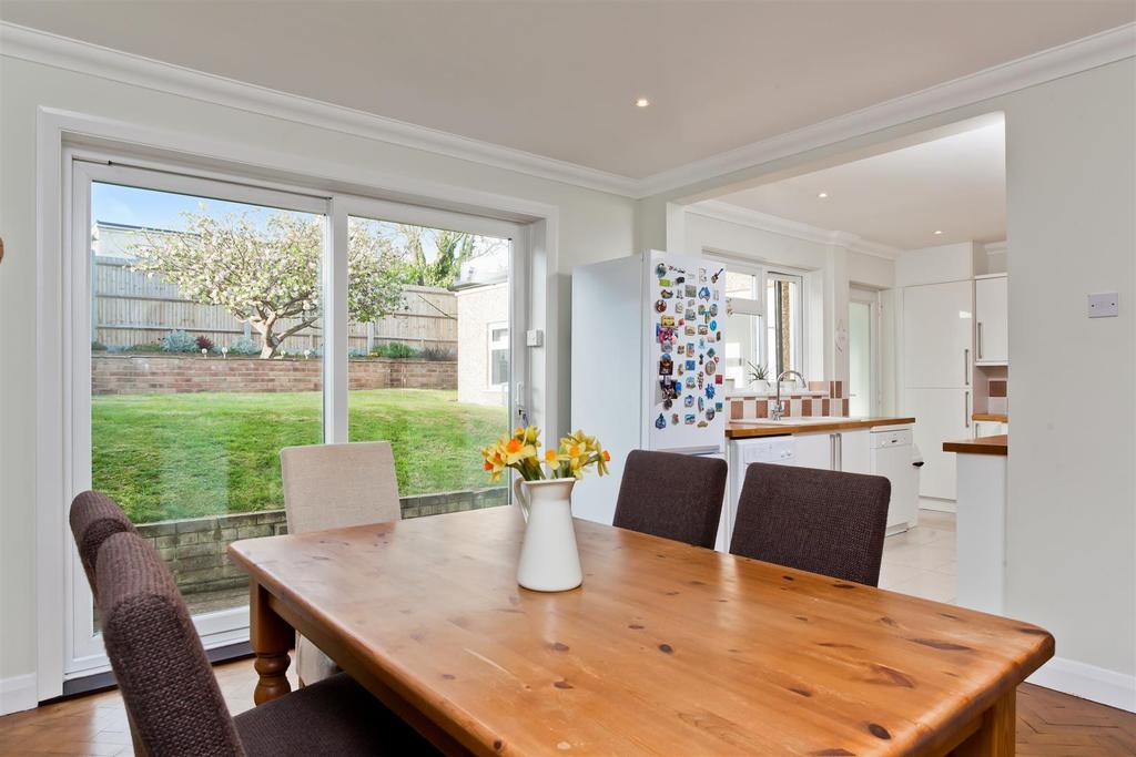 5 Bedrooms Detached House for sale in Stoneleigh Avenue, Patcham, Brighton