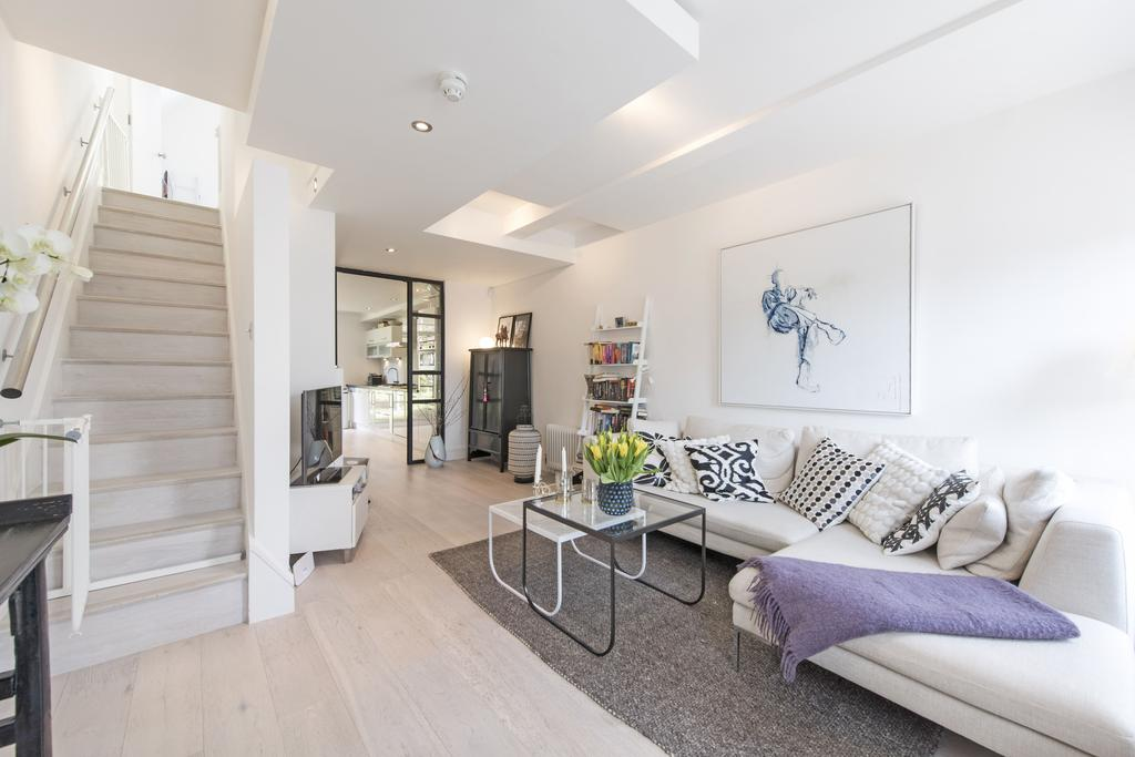 2 Bedrooms End Of Terrace House for sale in Burns Road, SW11