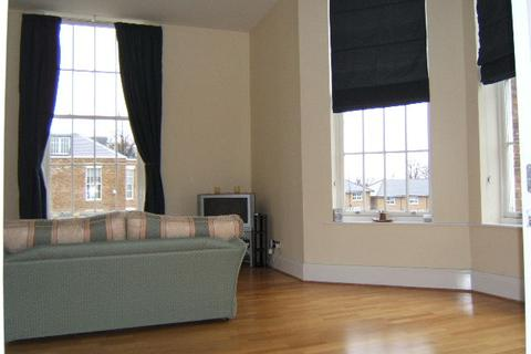 3 bedroom flat to rent - Princess Park Manor N11
