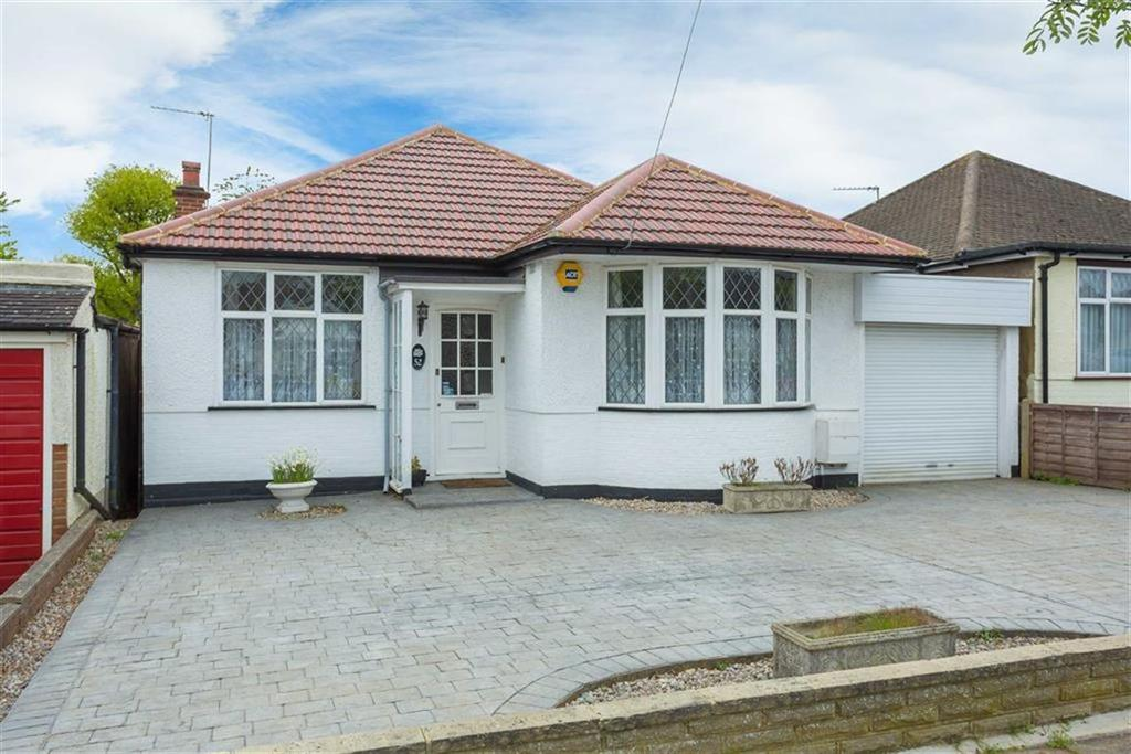 2 Bedrooms Detached Bungalow for sale in Woodford Crescent, Pinner