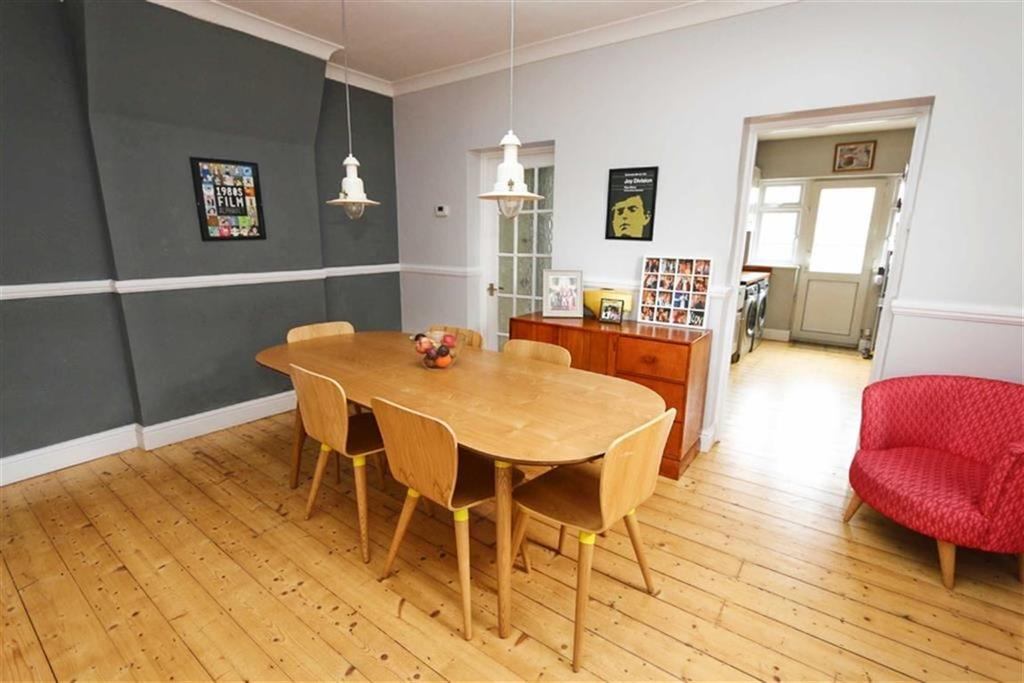 3 Bedrooms Detached House for sale in Kingsdale Road, Plumstead, London, SE18