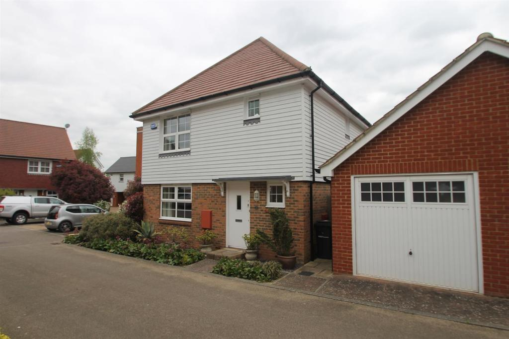 3 Bedrooms Detached House for sale in Tilling Close, Maidstone