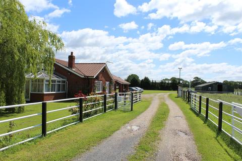 3 bedroom property with land for sale - Howden Road, Holme-On-Spalding-Moor, York