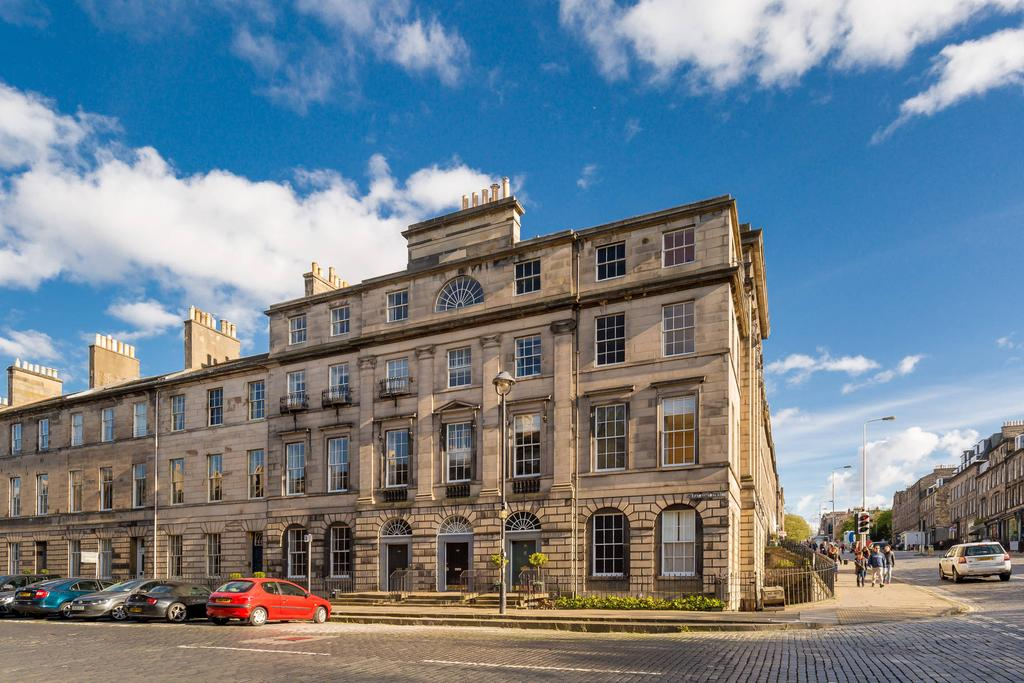 2 Bedrooms Flat for sale in 85 4F1 Great King street, New Town, EH3 6RN