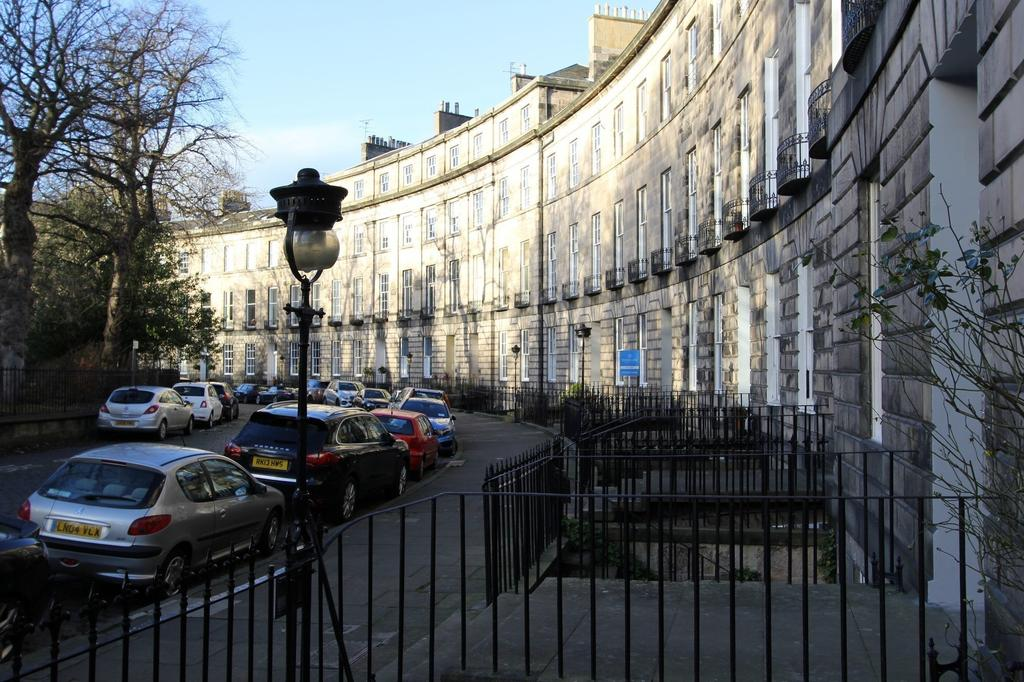2 Bedrooms Flat for sale in 10 Royal Circus, New Town, Edinburgh, EH3