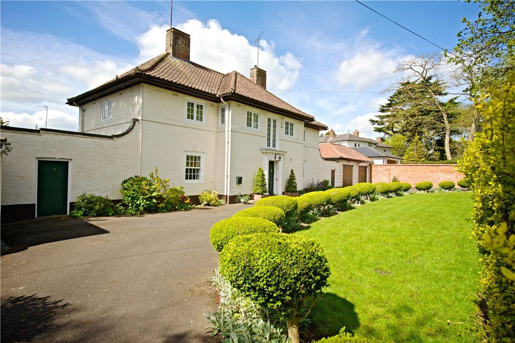 5 Bedrooms Detached House for sale in The Avenue, Dallington, Northamptonshire