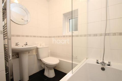 1 bedroom flat to rent - Napier Road, E11