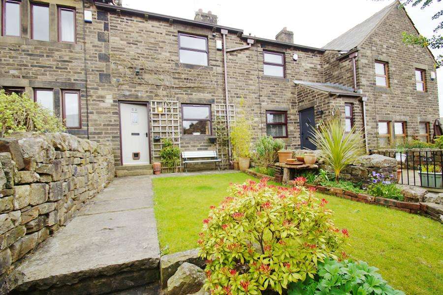 2 Bedrooms Terraced House for sale in Delph Road, Denshaw, Oldham OL3