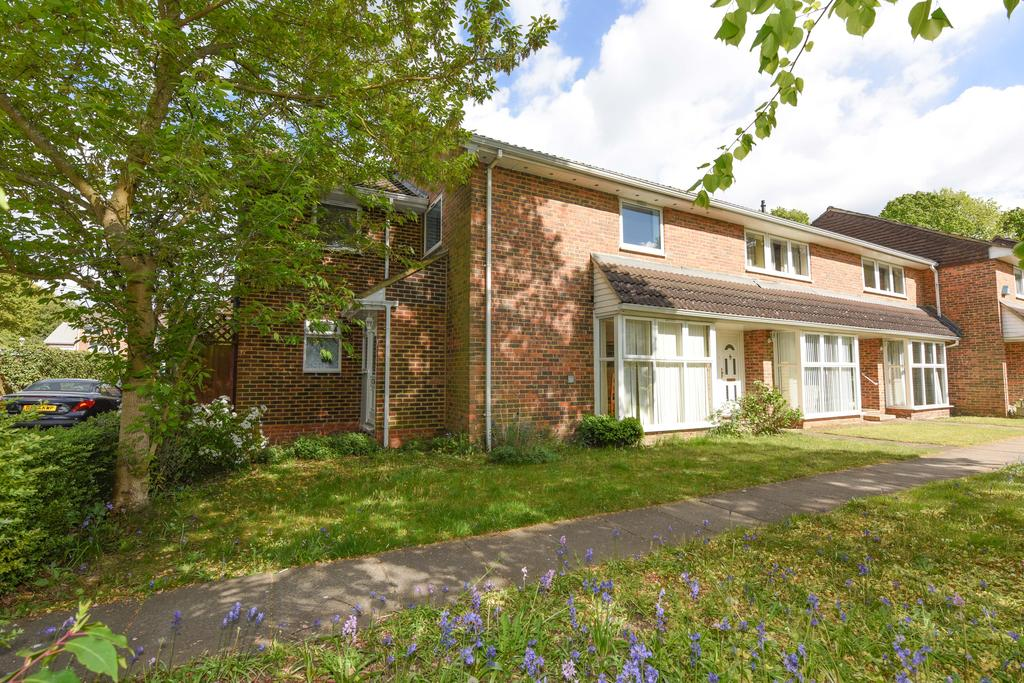 4 Bedrooms Semi Detached House for sale in Wynton Grove, WALTON ON THAMES KT12