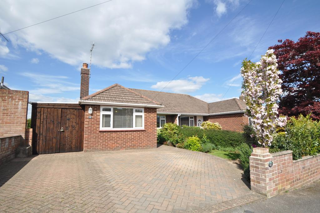 2 Bedrooms Semi Detached Bungalow for sale in Hope Road, West End, Southampton, Hampshire, SO30 3GF