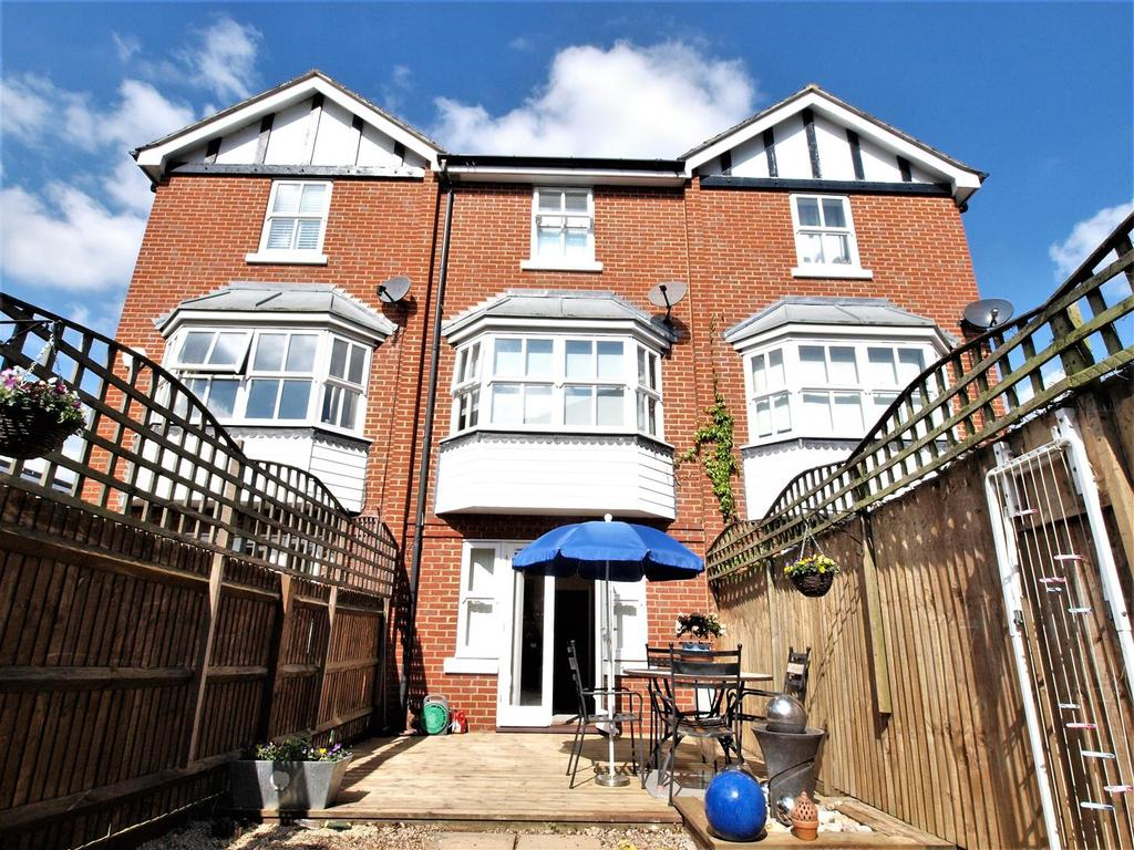 4 Bedrooms Town House for sale in Dairy Close, Bromley