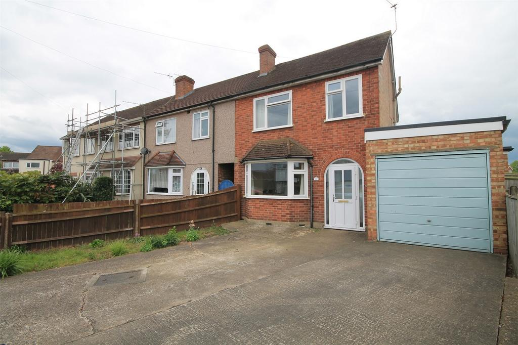 3 Bedrooms End Of Terrace House for sale in School Road, Ashford, Surrey
