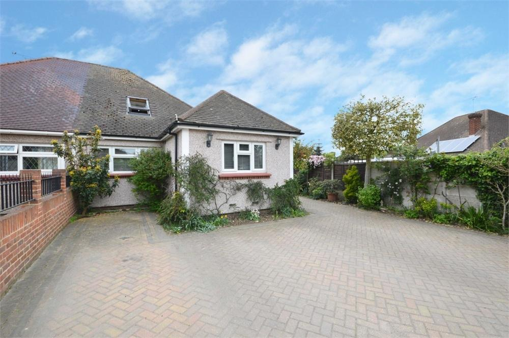 5 Bedrooms Semi Detached Bungalow for sale in Rosedale Close, Dartford