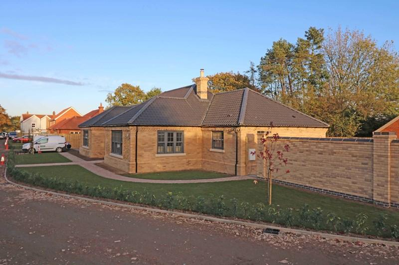 3 Bedrooms Detached Bungalow for sale in Station Road, Spooner Row, Wymondham